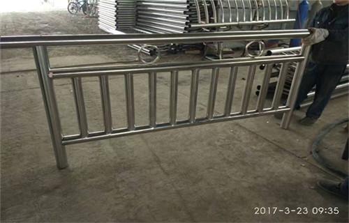 温州优质的304复合管景观道路护栏多少钱一米