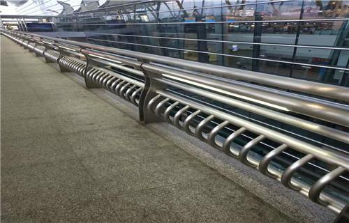 佛山不锈钢双金属复合管轨道护栏样式新颖