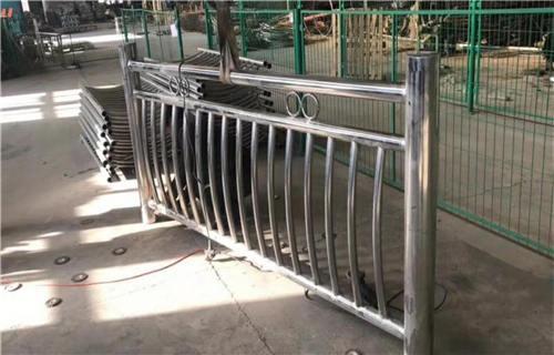 甘孜不锈钢碳素钢复合管轨道护栏规格全