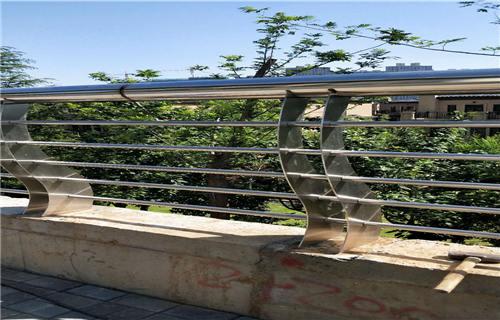 深圳不锈钢碳素钢复合管河道护栏今日报价