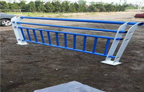 信阳201不锈钢复合管护栏厂家制造