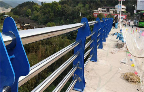 荆州不锈钢碳素钢复合管栏杆现货供应